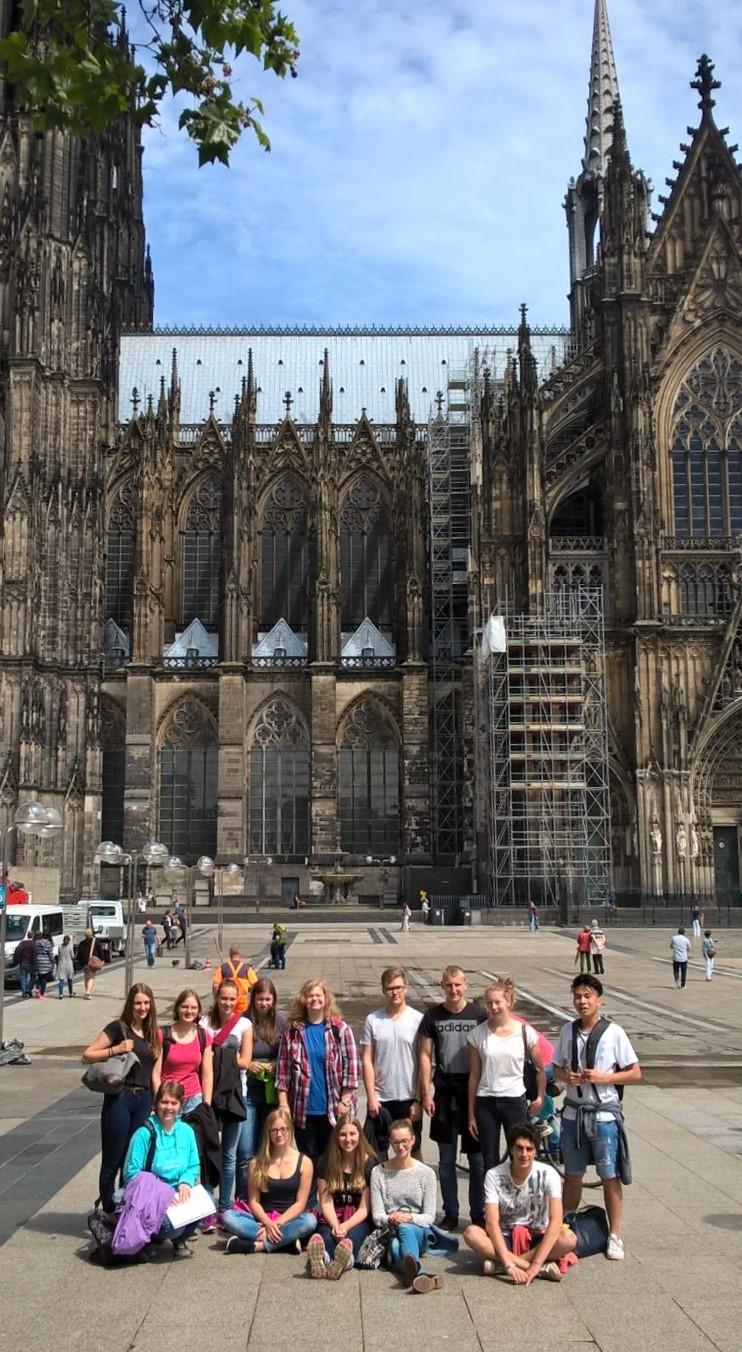 Gruppe-vor-Dom-2.jpg