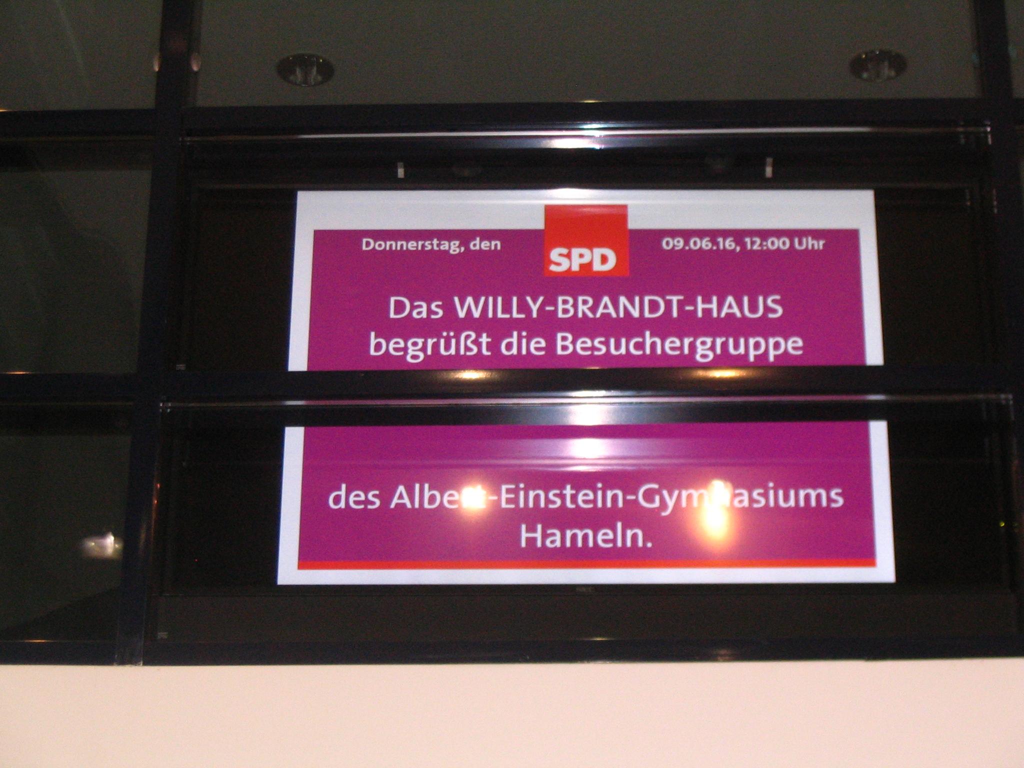 Berlin-Begrung.JPG